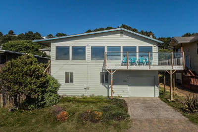Lincoln City Single Family Home For Sale: 6382 NE Mast Ave