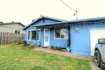 Newport Single Family Home For Sale: 1038 NE Fogarty St