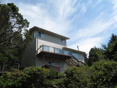 Waldport Single Family Home For Sale: 515 NW Terrace St