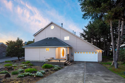 Depoe Bay Single Family Home For Sale: 515 SW Edgewater