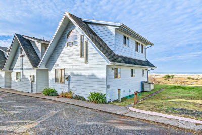 Waldport Condo/Townhouse For Sale: 7070 SW Pacific Coast Hwy