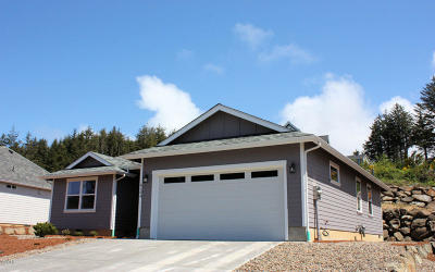 Lincoln City Single Family Home For Sale: 4184 SE Inlet Ave.