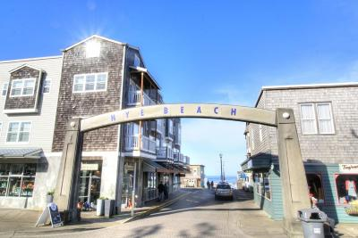 Newport Condo/Townhouse For Sale: 325 NW Coast St #H