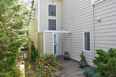 Newport Condo/Townhouse For Sale: 3910 NE Megginson St #H