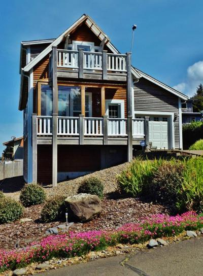 Yachats Single Family Home For Sale: 61 E 7th St