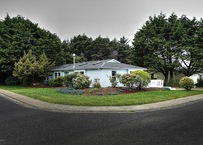 Waldport Single Family Home For Sale: 1135 SW Ocean Hills Dr