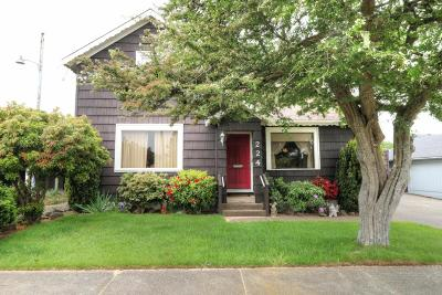 Newport Single Family Home For Sale: 224 SW 10th St