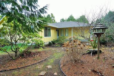 Waldport Single Family Home For Sale: 590 SW Range Dr
