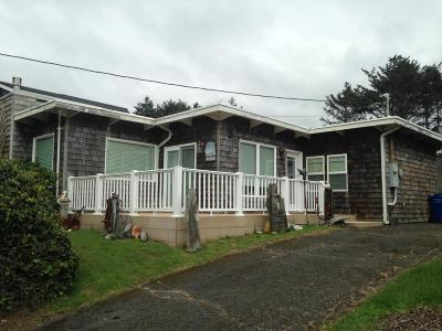 Lincoln City Single Family Home For Sale: 3040 SW Beach Ave.