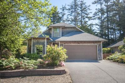 Lincoln City Single Family Home For Sale: 5640 Palisades Dr