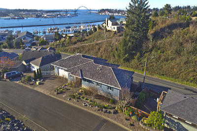 Newport Single Family Home For Sale: 425 SE Scenic Loop