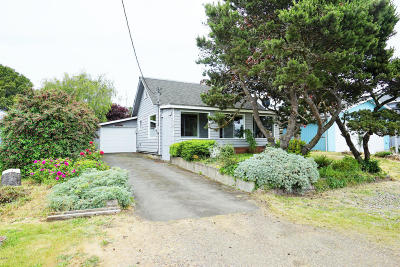 Waldport Single Family Home For Sale: 1185 NE Broadway St