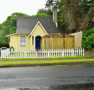 Newport Single Family Home For Sale: 373 W Olive St
