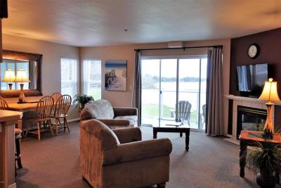 Lincoln City Condo/Townhouse For Sale: 5201 SW Hwy 101 #301