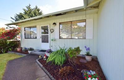 Lincoln City Single Family Home For Sale: 640 SE Jetty Ave