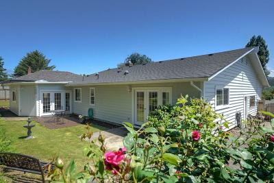 Lincoln City Single Family Home For Sale: 3111 NE Yacht Ave