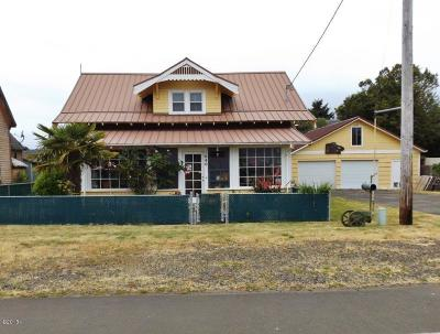 Waldport Single Family Home For Sale: 1040 NE Broadway St