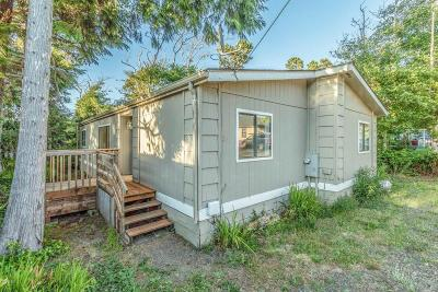 Depoe Bay, Gleneden Beach, Lincoln City, Newport, Otter Rock, Seal Rock, South Beach, Tidewater, Toledo, Waldport, Yachats Mobile/Manufactured For Sale: 25 Lincolnshire Street