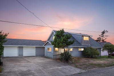 Pacific City Single Family Home For Sale: 35250 Rueppell Ave