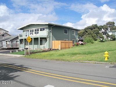Lincoln City Single Family Home For Sale: 3824 NW Jetty