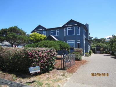 Waldport Single Family Home For Sale: 3105 NW Oceania Dr