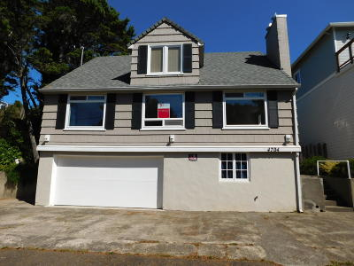 Lincoln City Single Family Home For Sale: 4704 SW Beach Ave