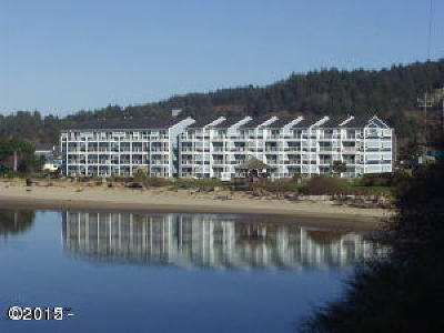 Lincoln City Condo/Townhouse For Sale: 5201 SW Hwy 101 #402