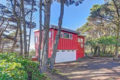 Waldport Single Family Home For Sale: 6770 SW Pacific Coast Hwy