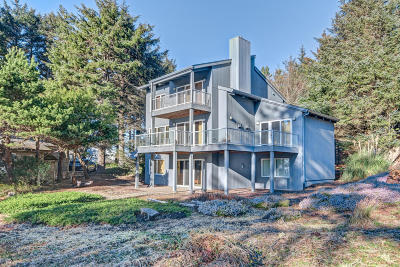 Depoe Bay Single Family Home For Sale: 450 SW Spindrift