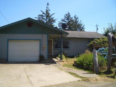 Lincoln City Single Family Home For Sale: 4634 SE Lee Ave