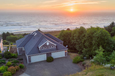 Neskowin Single Family Home For Sale: 44645 Oceanview Ct