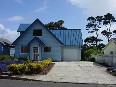 Lincoln City Single Family Home For Sale: 1432 NW 19th St