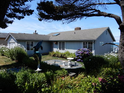 Depoe Bay Single Family Home For Sale: 3625 Lincoln Ave