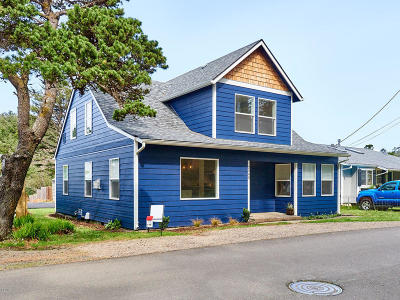 Lincoln City Single Family Home For Sale: 2945 SW Coast Ave.