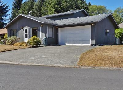 Waldport Single Family Home For Sale: 1530 SW Fairway Dr