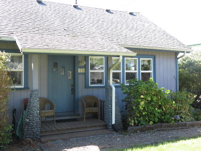 Yachats Single Family Home For Sale: 54 NW Salmon St