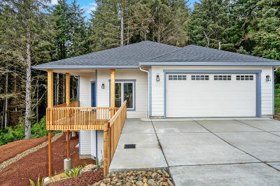 Lincoln City Single Family Home For Sale: 4027 SE Keel Way
