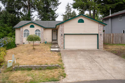 Lincoln City Single Family Home For Sale: 2030 NE Tide Ct