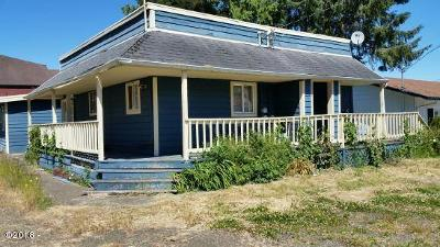 Waldport Multi Family Home For Sale: 170 SW Strawberry Ln