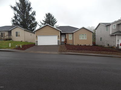 Lincoln City Single Family Home For Sale: 2530 NE 45th St