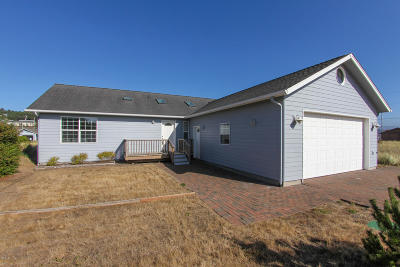 Waldport Single Family Home For Sale: 1605 NW Oceania Dr