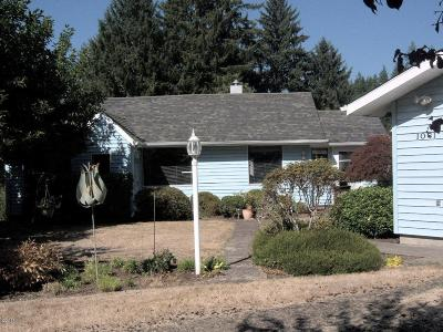 Toledo Single Family Home For Sale: 1061 NW Sunset Dr