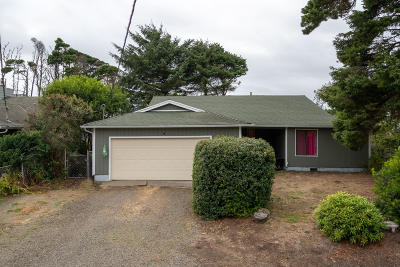 Depoe Bay Single Family Home For Sale: 860 SW Pine Ave