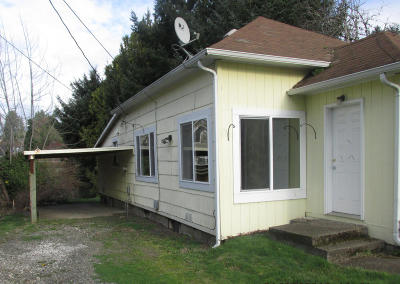Depoe Bay, Gleneden Beach, Lincoln City, Newport, Otter Rock, Seal Rock, South Beach, Tidewater, Toledo, Waldport, Yachats Single Family Home For Sale: 226 SE 4th St