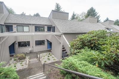 Lincoln City Condo/Townhouse For Sale: 5801 NE Voyage Ave #2