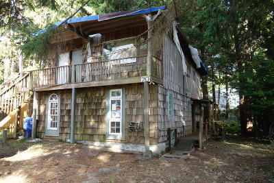 Depoe Bay Single Family Home For Sale: 70 SE Ainslee Ave