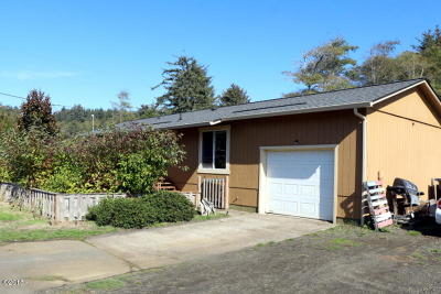 Lincoln City Single Family Home Pending - Contingencies: 6356 sw Inlet Ave