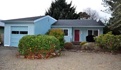 Lincoln City Single Family Home For Sale: 6709 SW Inlet Ave