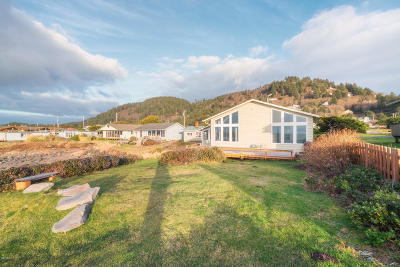 Yachats Single Family Home For Sale: 811 Ocean View Drive