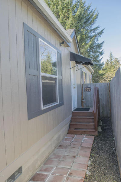 Depoe Bay, Gleneden Beach, Lincoln City, Newport, Otter Rock, Seal Rock, South Beach, Tidewater, Toledo, Waldport, Yachats Mobile/Manufactured For Sale: 1020 S Crestline Dr